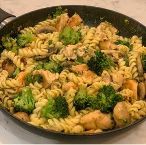Healthy Chicken & Broccoli Pasta creamy